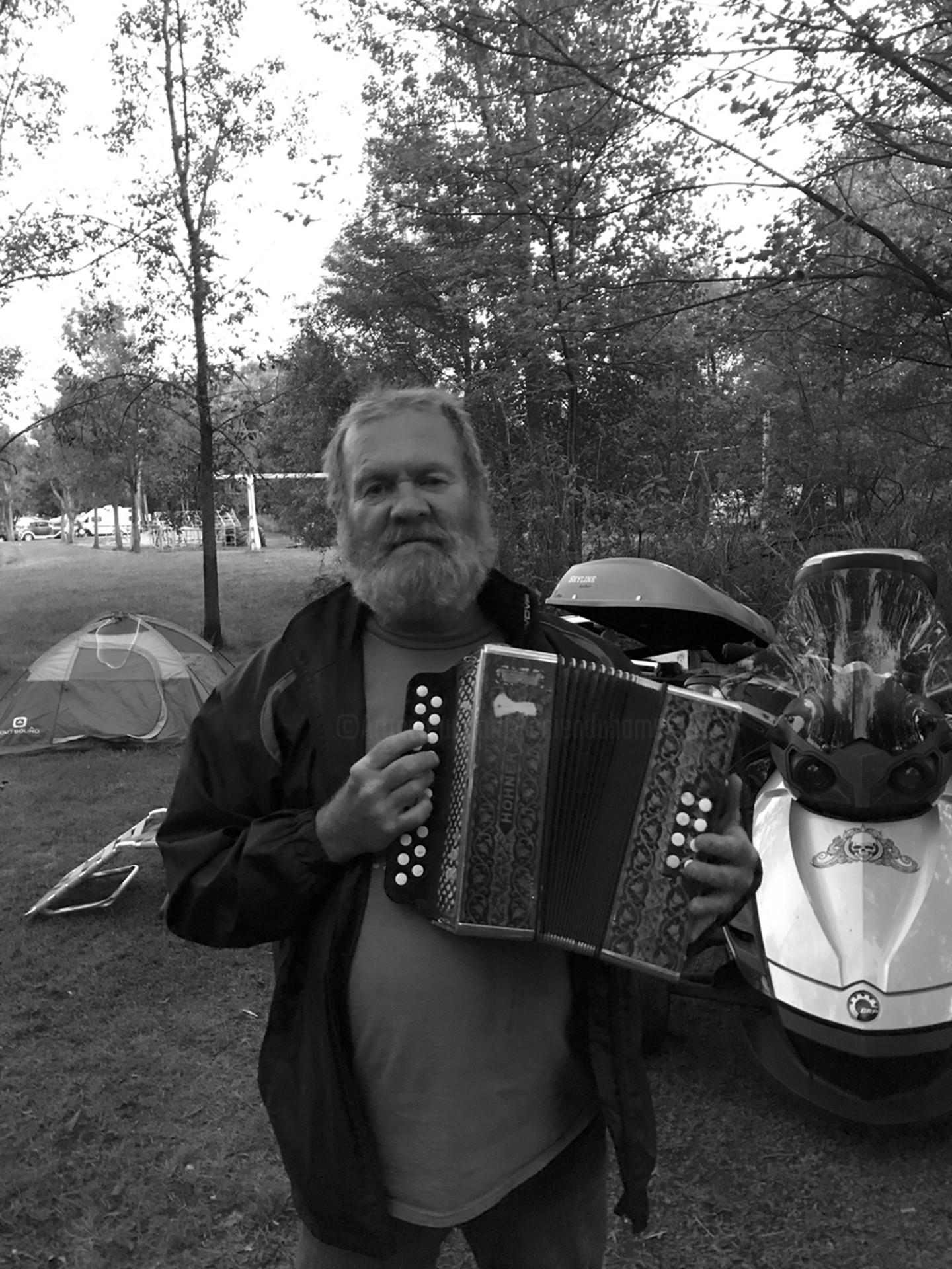 Lucien Duhamel - Homme à l'accordéon